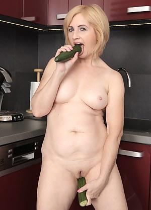 Moms Dildo Porn Pictures