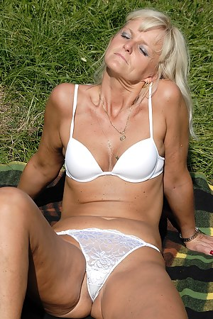 Moms Cameltoe Porn Pictures