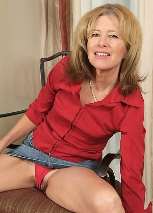 Moms Upskirt Porn Pictures